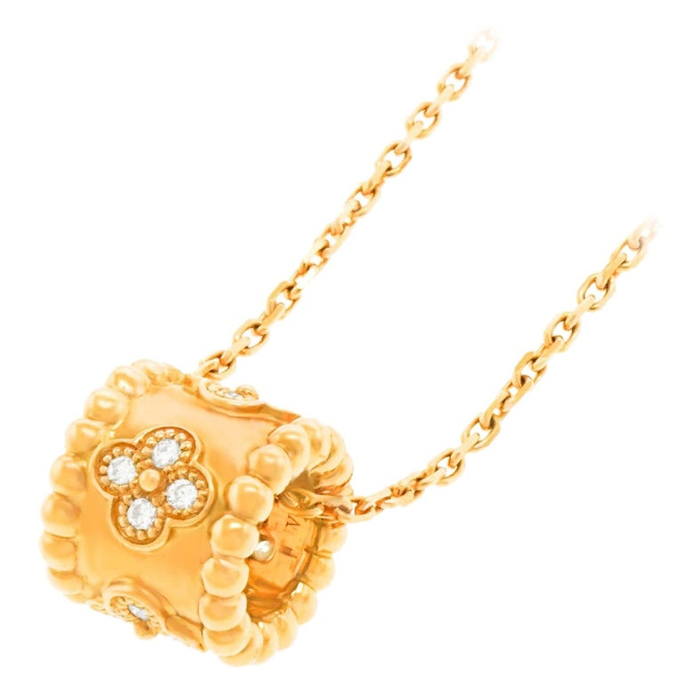 Van Cleef & Arpels Perlee Clovers Pendant and Chain For Sale