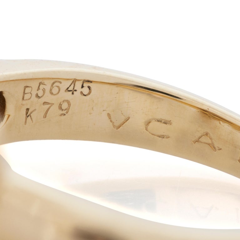Van Cleef & Arpels Pink Coral and Diamond Bow Ring in 18 Karat Yellow Gold In Good Condition For Sale In Philadelphia, PA