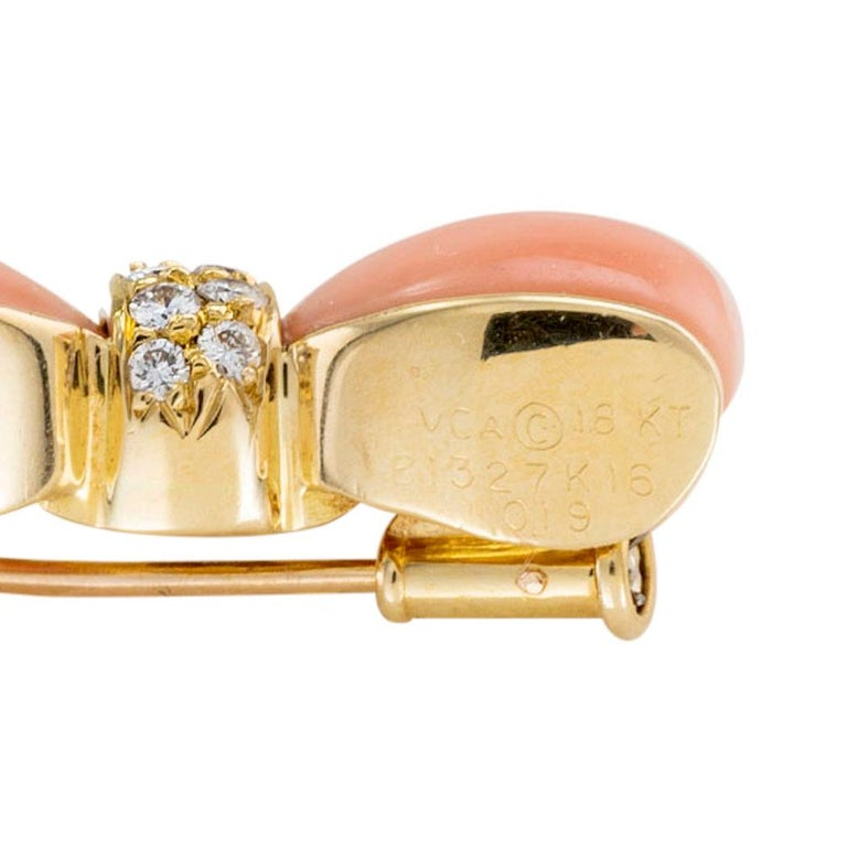 Van Cleef & Arpels Pink Coral Diamond Yellow Gold Bow Brooch In Good Condition For Sale In Los Angeles, CA