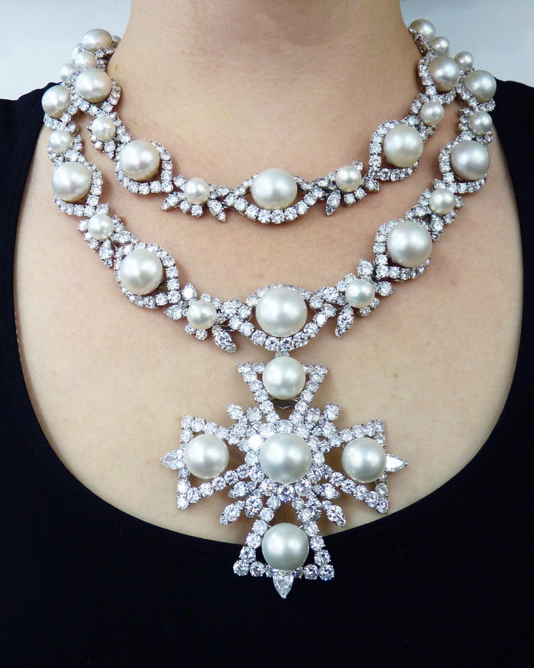 Van Cleef & Arpels Diamond Pearl Cross Necklace in Platinum For Sale 3