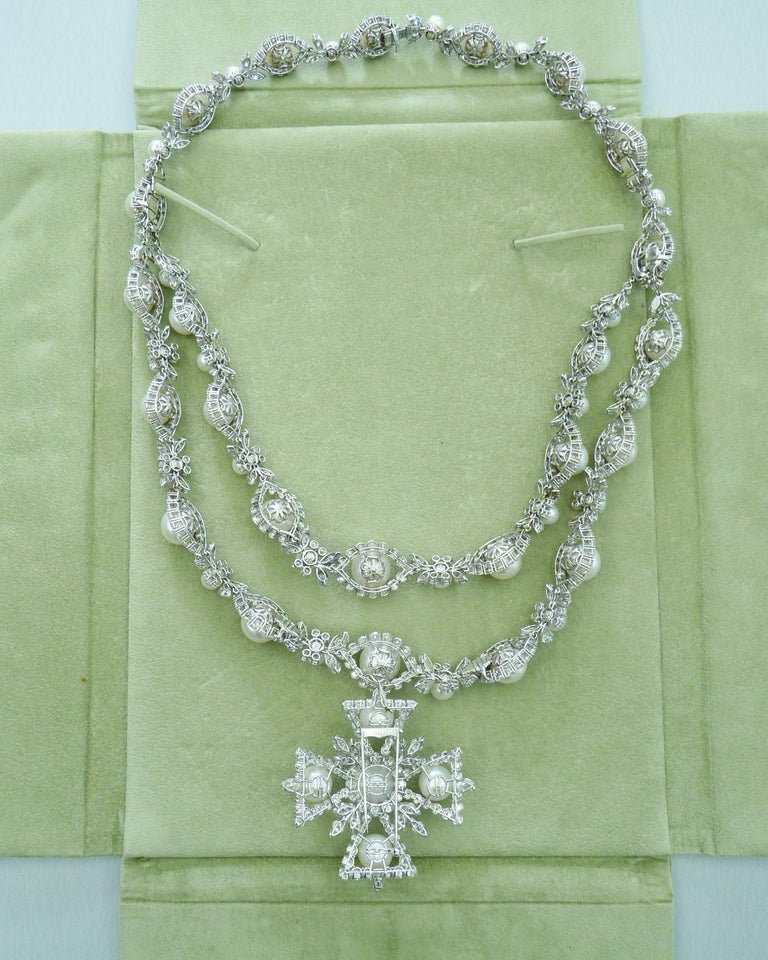 Van Cleef & Arpels Diamond Pearl Cross Necklace in Platinum In Excellent Condition For Sale In New York, NY