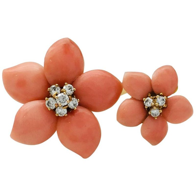 "Van Cleef & Arpels Ring ""Rose de Noel"" Collection For Sale"