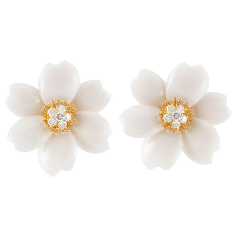 Van Cleef & Arpels Rose De Noel Diamond and White Coral Flower Yellow Gold For Sale