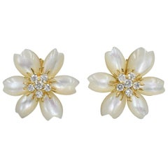 "Van Cleef & Arpels ""Rose de No?l"" Earrings Mother of Pearl"