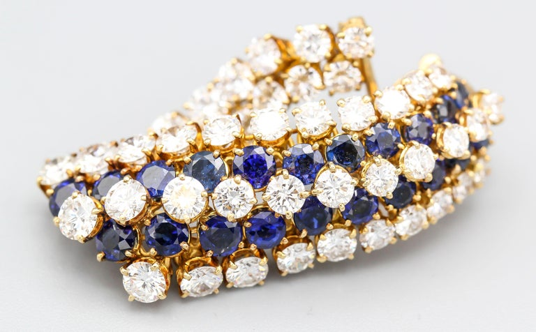 Van Cleef & Arpels Sapphire, Diamond and Gold Ear Pendant Earrings For Sale 7