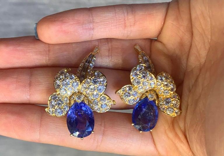 Pear Cut Van Cleef & Arpels Sapphire & Diamond Flower Earrings For Sale