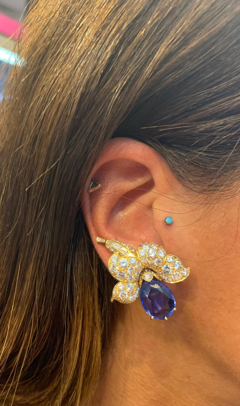 Van Cleef & Arpels Sapphire & Diamond Flower Earrings In Excellent Condition For Sale In New York, NY