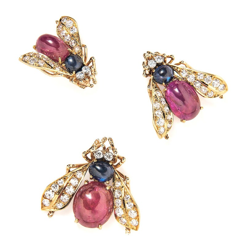 Van Cleef & Arpels Set of Three Cabochon Ruby, Sapphire and Diamond Bee Brooches In Excellent Condition For Sale In Boston, MA