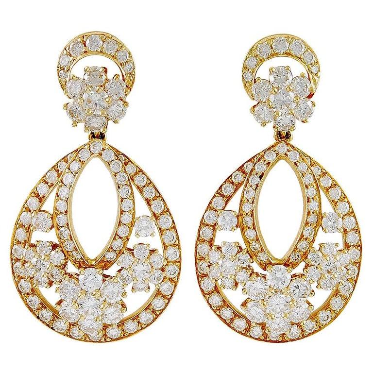 Van Cleef & Arpels Diamond Yellow Gold Snowflake Chandelier Earrings For Sale