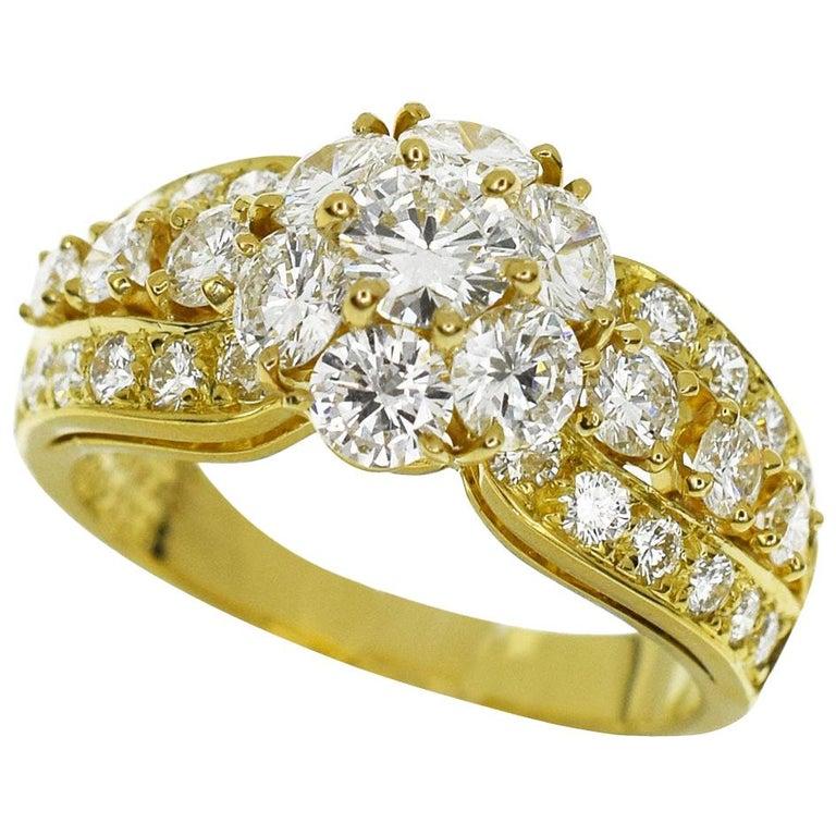Van Cleef & Arpels Snowflake Diamond 18 Karat Yellow Gold Ring US 51/2 For Sale