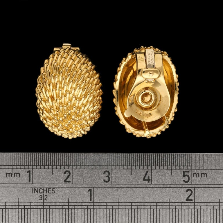 Van Cleef & Arpels, Stylish 'Hedgehog' Ear Clips of Domed Oval Shape in 18ct Go In Excellent Condition For Sale In London, GB