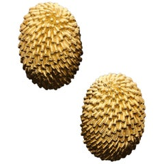 Van Cleef & Arpels, Stylish 'Hedgehog' Ear Clips of Domed Oval Shape in 18ct Go