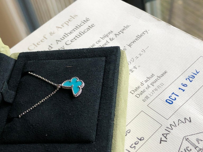 Van Cleef & Arpels Sweet Alhambra 18k White Gold Turquoise Pendant Necklace In Excellent Condition In Banbury, GB