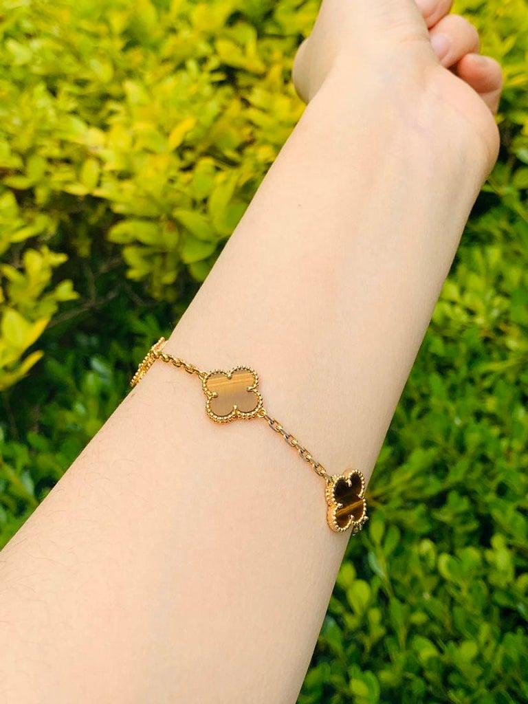 Women's or Men's Van Cleef & Arpels Tiger's Eye Vintage Alhambra 5 Motif Gold Bracelet