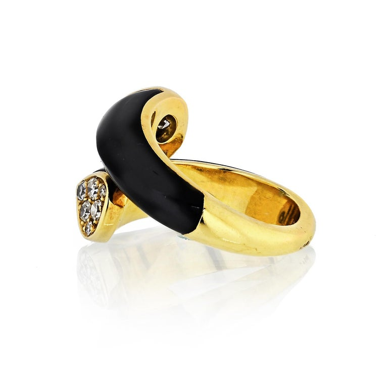 Modern Van Cleef & Arpels Toi et Moi 18 Karat Yellow Gold Diamond, Black Onyx Ring For Sale