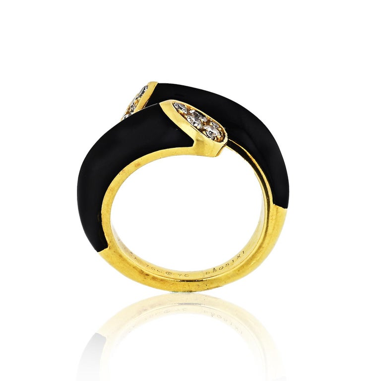 Round Cut Van Cleef & Arpels Toi et Moi 18 Karat Yellow Gold Diamond, Black Onyx Ring For Sale