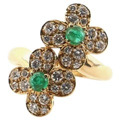 Van Cleef & Arpels Trefle Ring 18 Karat Yellow Gold and Diamonds with Emerald
