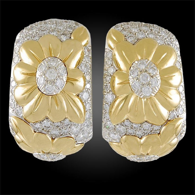 Van Cleef & Arpels Two-Tone Diamond Flower Motif Bangle and Earrings In Good Condition For Sale In New York, NY