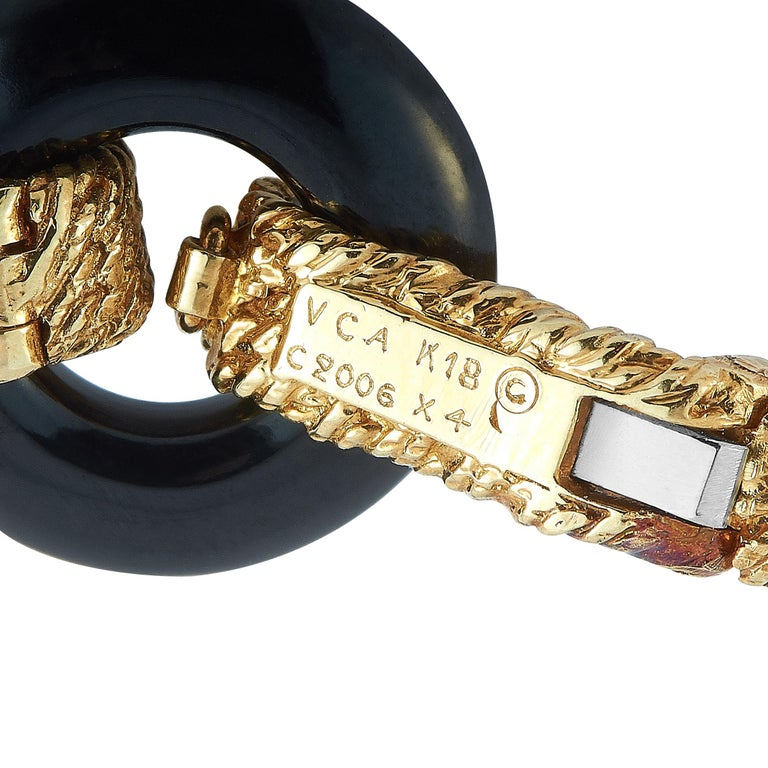 Women's Van Cleef & Arpels Vintage 18 Karat Yellow Gold and Onyx Bracelet For Sale