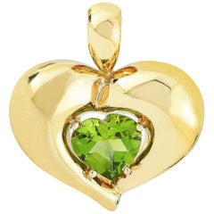 Van Cleef & Arpels Vintage 18 Karat Yellow Gold and Peridot Heart Pendant