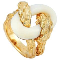 Van Cleef & Arpels Vintage 18 Karat Yellow Gold Coral Ring