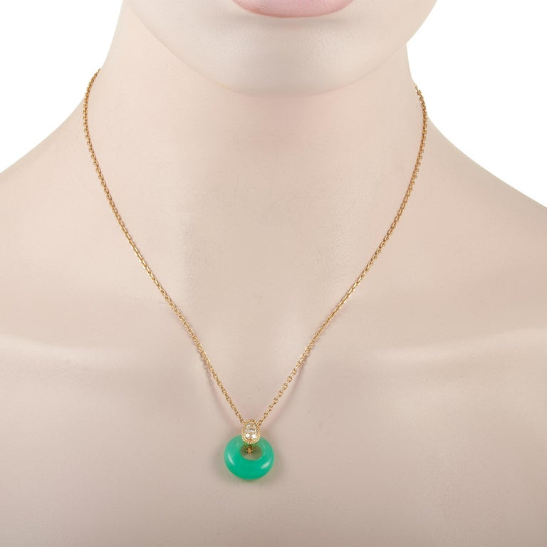 Do you consider yourself gem-obsessed? Take a closer look, then, at this must-have. The Van Cleef & Arpels Vintage 18K Yellow Gold 0.20 ct Diamond & Chrysoprase Necklace is a stunner that will never go unnoticed. Suspending from a thin 17-inch