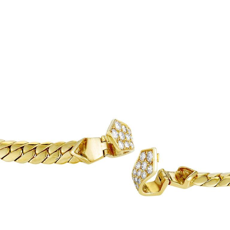 Van Cleef & Arpels Vintage 18 Karat Gold Diamond and Round Mother of Pearl For Sale 1