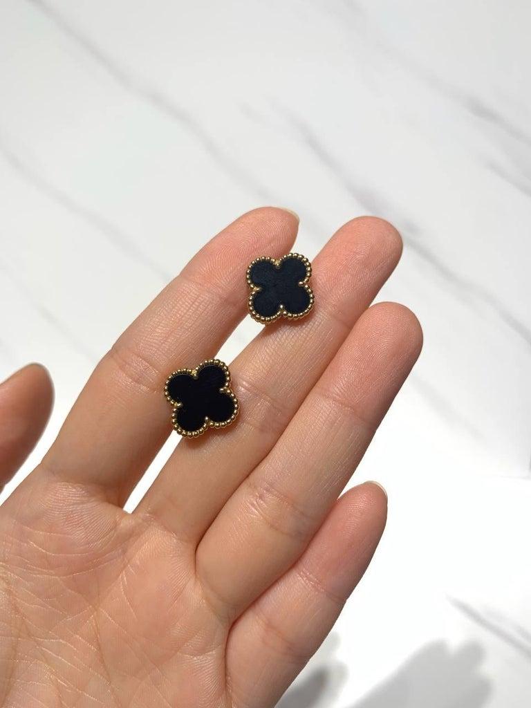 Van Cleef & Arpels Vintage Alhambra Black Onyx Yellow Gold Earrings For Sale 4