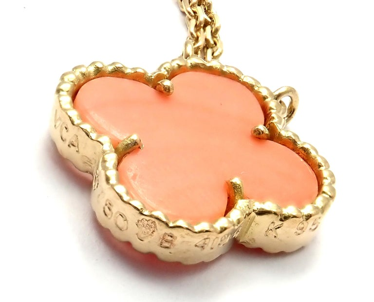 Women's or Men's Van Cleef & Arpels Vintage Alhambra Coral Yellow Gold Pendant Necklace For Sale
