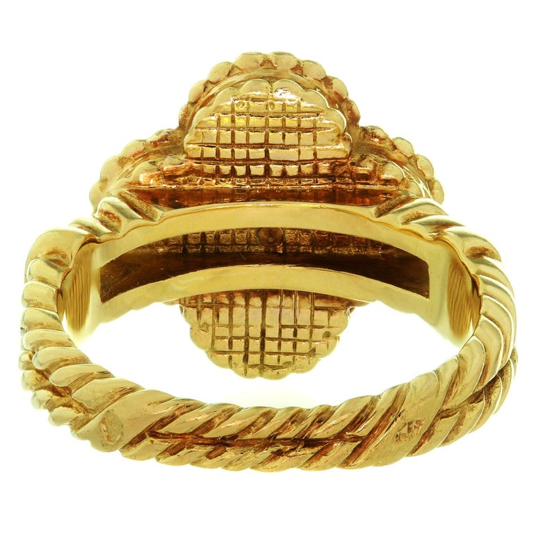 Van Cleef & Arpels Vintage Alhambra Diamond Lapis Lazuli Yellow Gold Ring For Sale 2