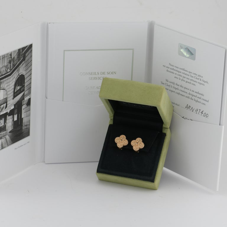 Van Cleef & Arpels Vintage Alhambra Gold Earrings Medium Size with Box and Card In Excellent Condition For Sale In Banbury, GB