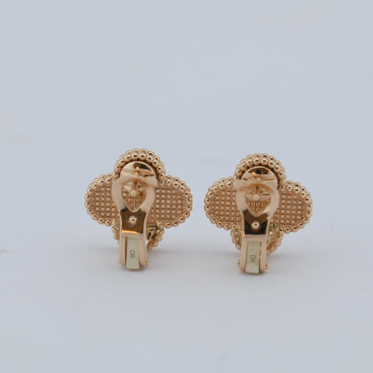 Van Cleef & Arpels Vintage Alhambra Gold Earrings Medium Size with Box and Card For Sale 2