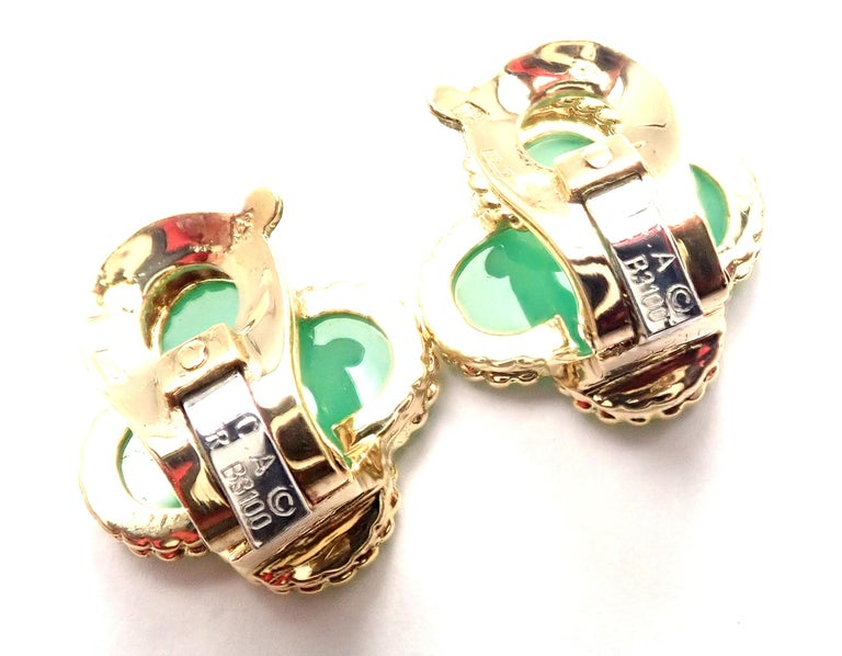 Women's or Men's Van Cleef & Arpels Vintage Alhambra Green Chalcedony Yellow Gold Earrings For Sale