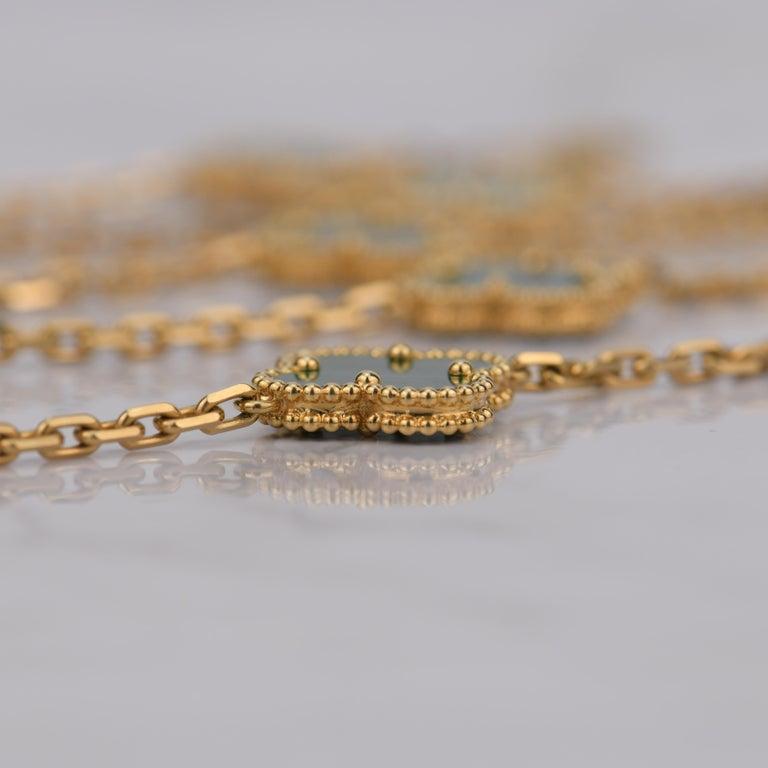 Women's or Men's Van Cleef & Arpels Vintage Alhambra Malachite 20 Motif Gold Necklace For Sale