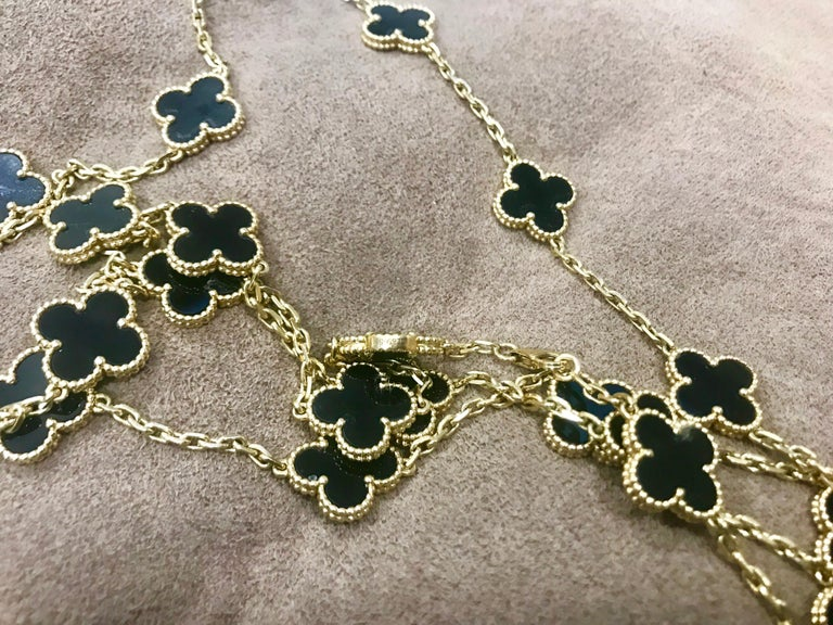 Van Cleef & Arpels Vintage Alhambra Onyx Yellow Gold 20 Motif Necklace, Estate In Excellent Condition For Sale In New York, NY