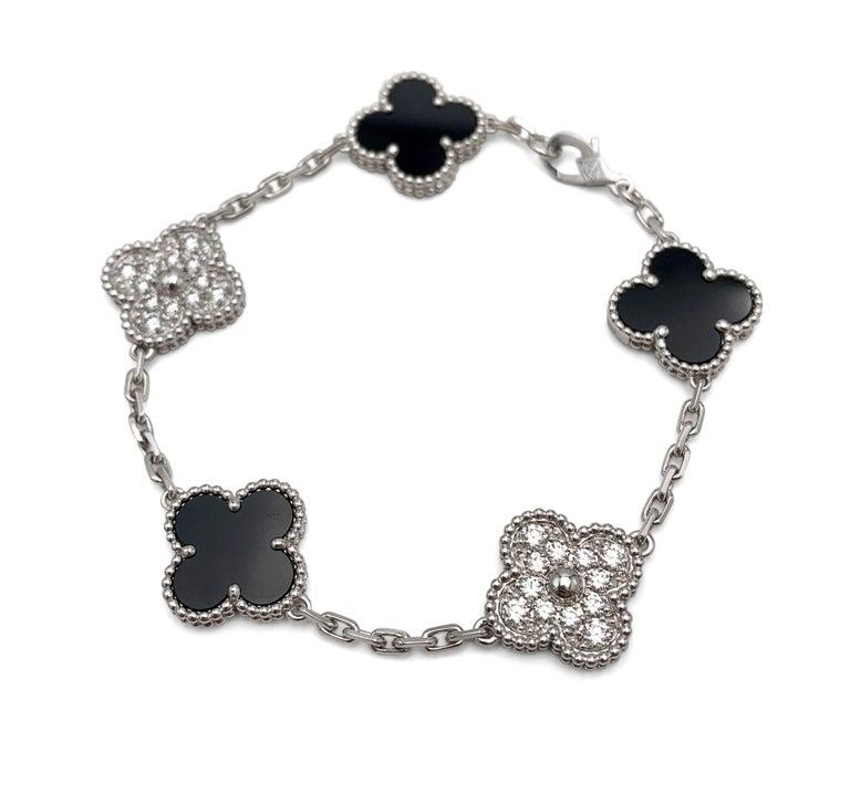 Round Cut Van Cleef & Arpels 'Vintage Alhambra' White Gold Diamond Onyx Bracelet For Sale