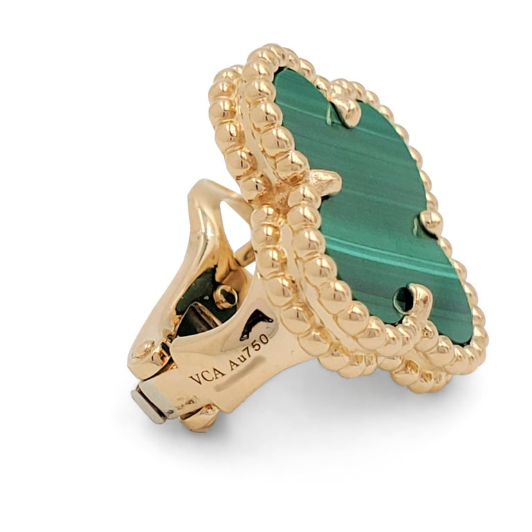 Van Cleef & Arpels Vintage Alhambra Yellow Gold and Malachite Earrings In Excellent Condition In New York, NY