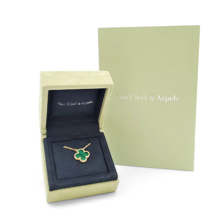 Van Cleef & Arpels Vintage 'Alhambra' Yellow Gold and Malachite Necklace For Sale 2