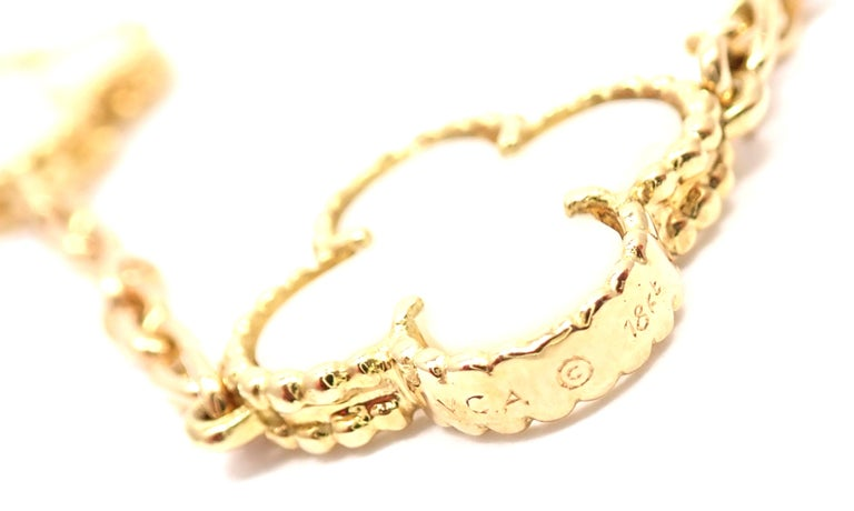 Women's or Men's Van Cleef & Arpels White Coral Gold 20 Motif Vintage Alhambra Necklace For Sale