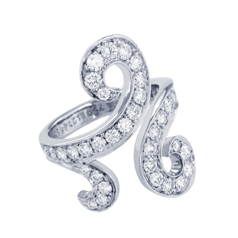 -Mint condition -Ring size: 5.5 -Weight: 7.8 gr -Width: 25mm -Diamond: 1.10ct  *VCA Box & Certificate Included Original Retail: $14800