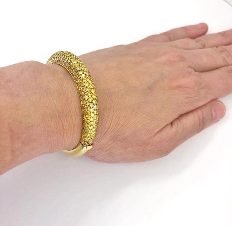 Van Cleef & Arpels Yellow Diamond Bangle Bracelet In Good Condition For Sale In New York, NY