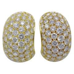 Van Cleef & Arpels Yellow Gold 16 Carat Round Diamond Pave Hoop Huggie Earrings
