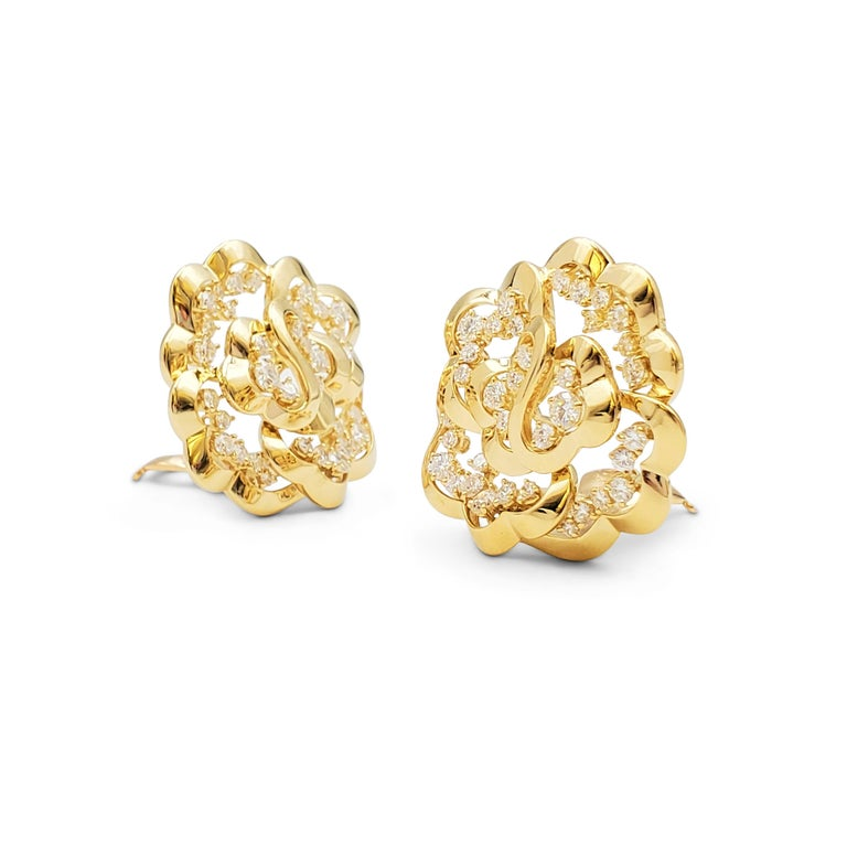 Van Cleef & Arpels Yellow Gold and Diamond Open-Work Flower Earrings In Excellent Condition For Sale In New York, NY