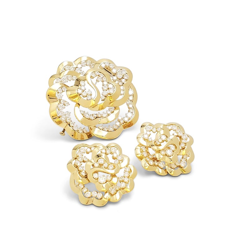 Van Cleef & Arpels Yellow Gold and Diamond Open-Work Flower Earrings For Sale 4