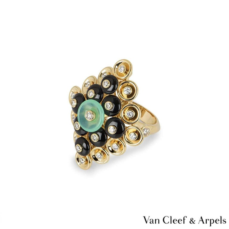 Women's Van Cleef & Arpels Yellow Gold Bouton d'or Ring VCARO9MW00 For Sale