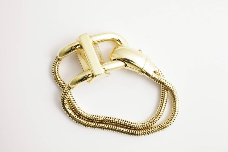 A sophisticated 18kt gold Cadenas bracelet watch in the eternal retro style typical of the 1940s, the body in flexible tubogas structure, the clasp presenting a small watch dial. Signed Van Cleef & Arpels, France, circa 1947.