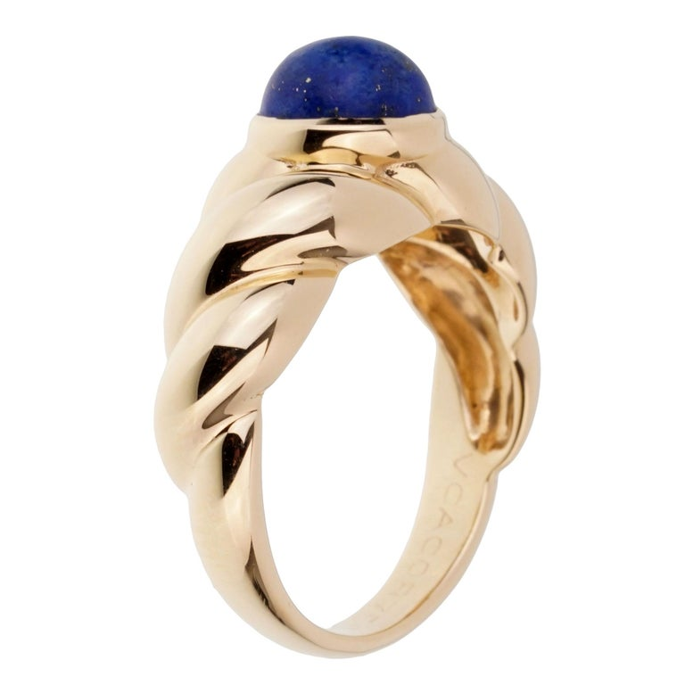 Van Cleef & Arpels Yellow Gold Lapis Ring In Excellent Condition For Sale In Feasterville, PA