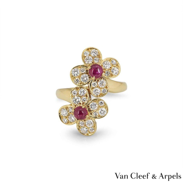 Round Cut Van Cleef & Arpels Yellow Gold Trefle Ring For Sale