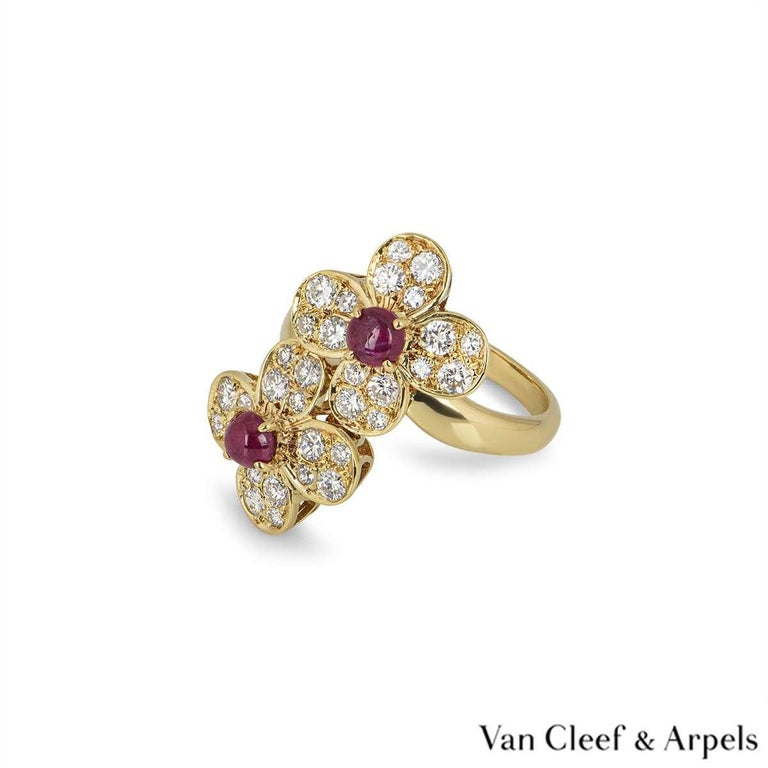 Van Cleef & Arpels Yellow Gold Trefle Ring In Excellent Condition For Sale In London, GB