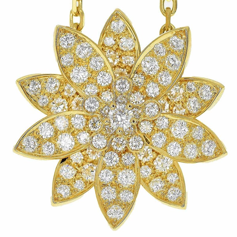 Brand:Van Cleef&Arpels Name:Lotus clip pendant Necklace Material:Diamonds, 750 K18 YG yellow gold Weight:15.9g(Approx) neck around:45cm / 17.71in(Approx) Top size:W24.09mm×H24.25mm / W0.94in×H0.95in(Approx) Comes with:Van Cleef & Arpels Box,
